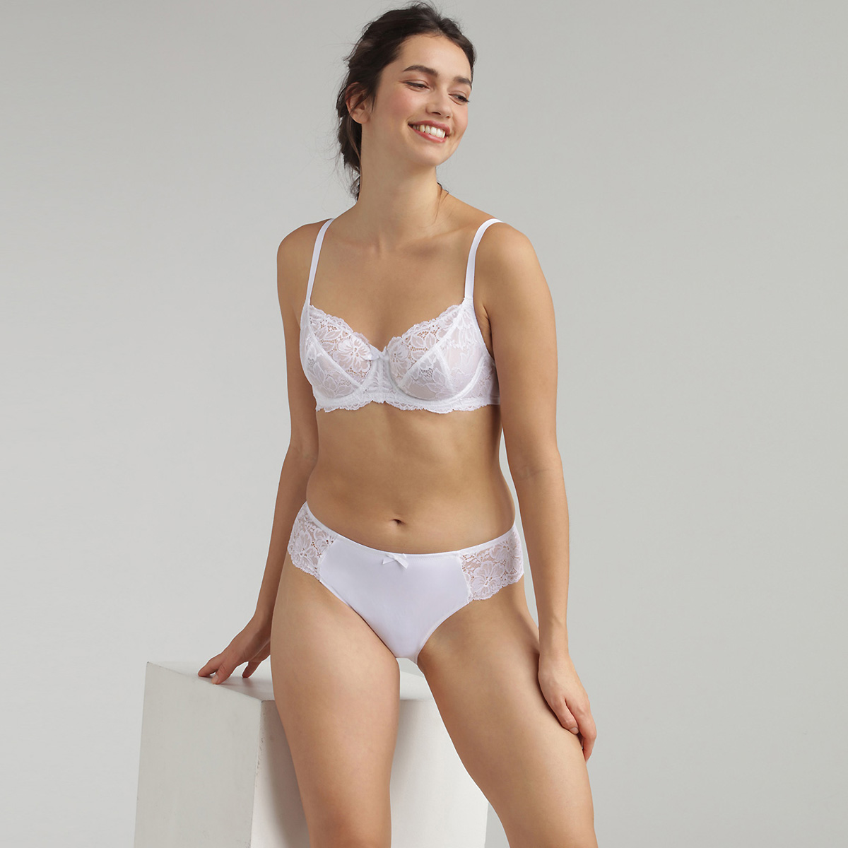 Reggiseno balconcino con ferretto bianco Essential Elegance, , PLAYTEX